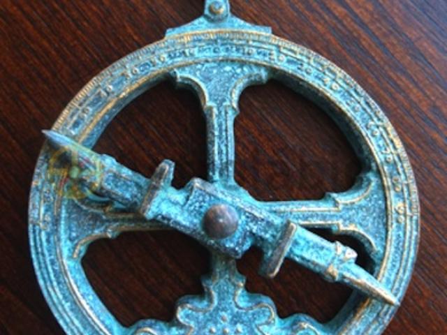 Miniatura astrolábio latão